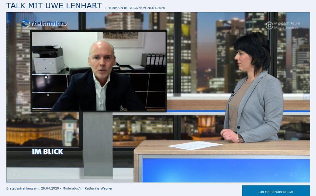"""Talk im TV Studio von rheinmaintv in Mörfelden-Walldorf mit Fachanwalt für Verkehrsrecht, Uwe Lenhart, zum Thema """"Corona und Autofahren""""."""